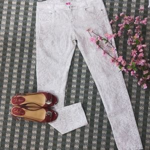 Almost Famous White Skinny Pants. Size 9